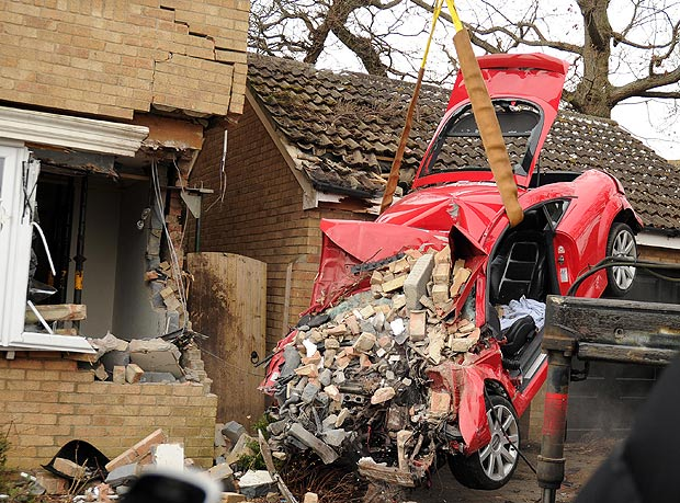 Red Audi TT that crashed into a house in uk-2