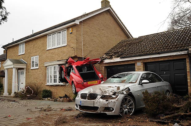 Red Audi TT that crashed into a house in uk-7