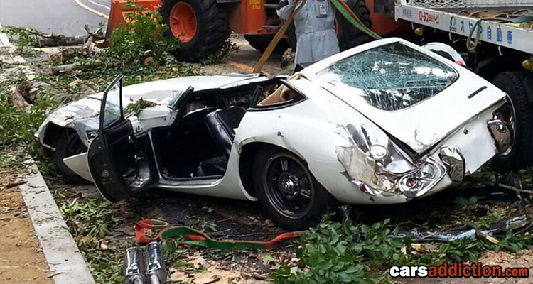 Toyota 2000GT Destroyed