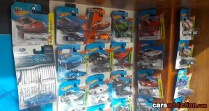 How to Build an inexpensive Hot Wheels Stand for your Collection